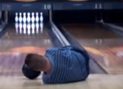 Hij heeft geen armen en doet toch gewoon aan bowlen  afbeelding nieuwsbericht