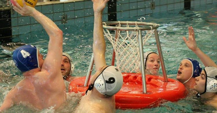 Bij waterbasketbal heeft iedereen een plek afbeelding nieuwsbericht