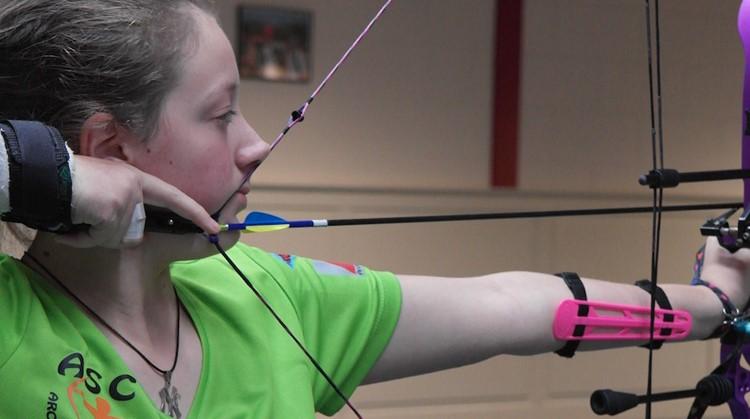 Ondanks haar spierziekte is Melissa (15) met haar handboog beducht  afbeelding nieuwsbericht