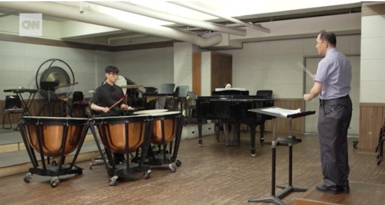 Blinde muzikant kan dirigent in orkest nu volgen afbeelding nieuwsbericht