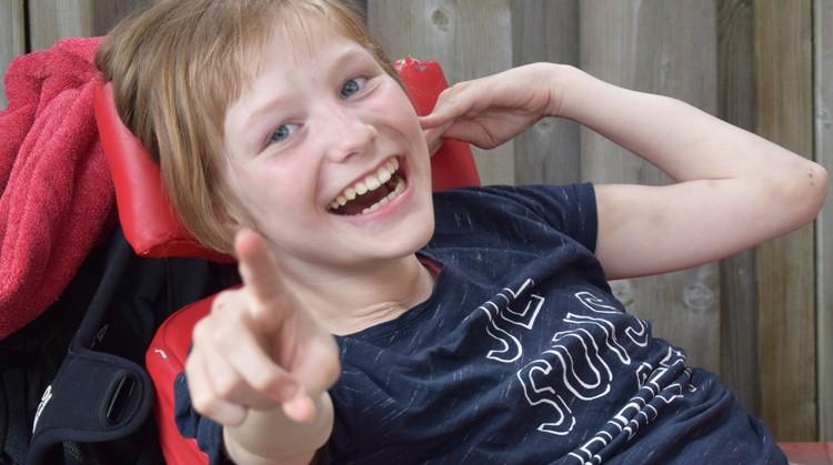 Amber (13, meervoudig gehandicapt) is een stralende majorette afbeelding nieuwsbericht