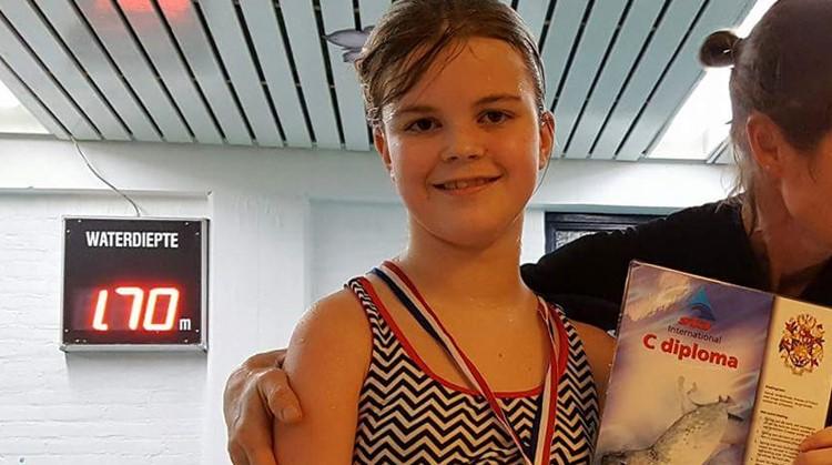 Niemand geloofde dat Fenna (11) met een halfzijdige verlamming ooit kon zwemmen afbeelding nieuwsbericht