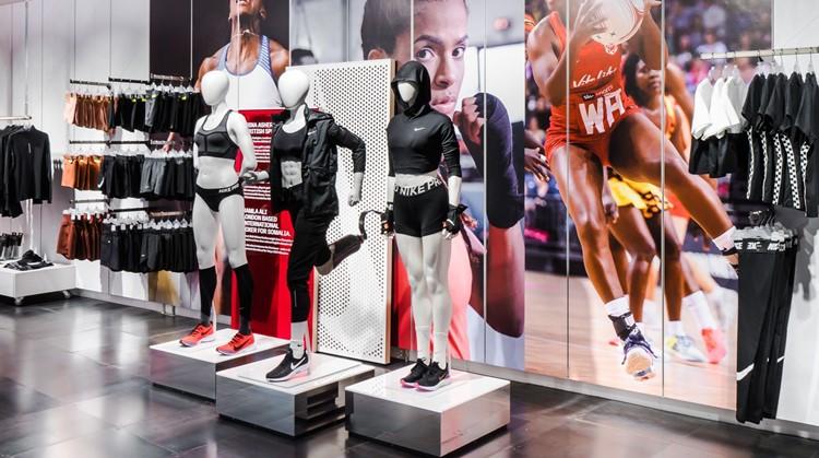 Paspoppen met beperking in de Nike-store afbeelding nieuwsbericht