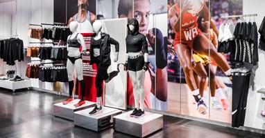 Afbeelding Paspoppen met beperking in de Nike-store
