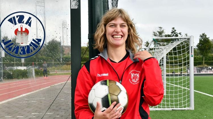 Rosalie is fanatiek voetballer en supporter afbeelding nieuwsbericht