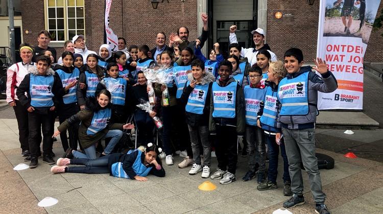 Opening tijdelijke atletiekbaan in centrum Den Bosch door Uniek Sporten Brabant afbeelding nieuwsbericht