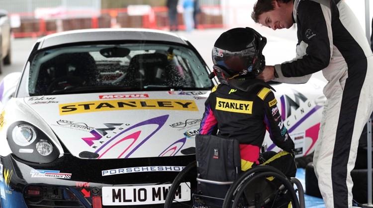 """Nathalie McGloin: """"In autorace is iedereen gelijk"""" afbeelding nieuwsbericht"""