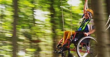 Afbeelding In je rolstoel door het Klimbos van Goirle