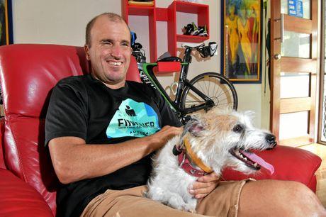 Nathan met zijn hondje Billy.