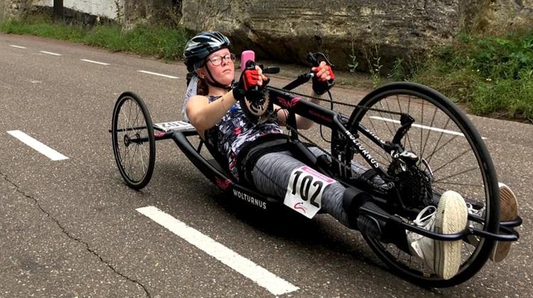 """Blog 6 Melanie - """"Toen ik bij de finish aankwam, stonden er heel veel mensen te juichen. Dat was heel leuk om te zien"""" afbeelding nieuwsbericht"""