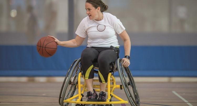 Met een lichamelijke beperking samen sporten in spelvorm afbeelding nieuwsbericht