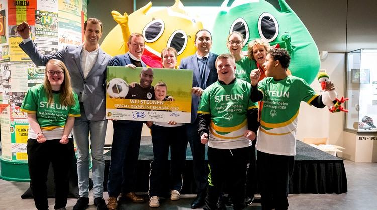 22 G-sporters markeren met profvoetballers start Special Olympics Nationale Spelen Den Haag 2020 afbeelding nieuwsbericht