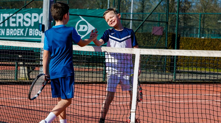 Uniek tennis (onder leiding van een AMJOY tennis trainer) afbeelding nieuwsbericht