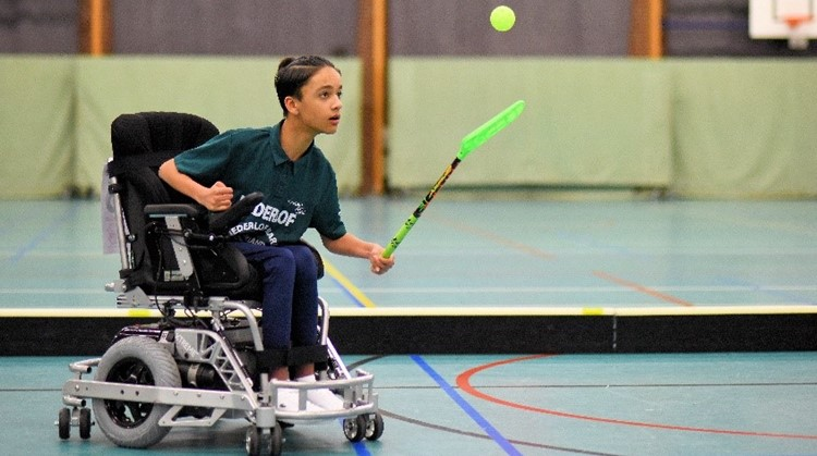 """""""Gino heeft verschillende rolstoelen geprobeerd, maar er was er één waarin hij zich meteen al een kampioen voelde"""". afbeelding nieuwsbericht"""