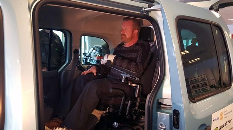 Tafeltennisdroom komt uit dankzij rolstoelauto afbeelding nieuwsbericht