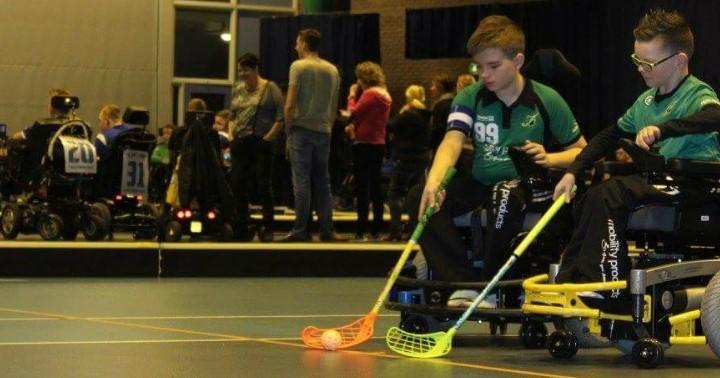 Twaalfjarige Djemo bloeit op door e-hockey bij Upward afbeelding nieuwsbericht